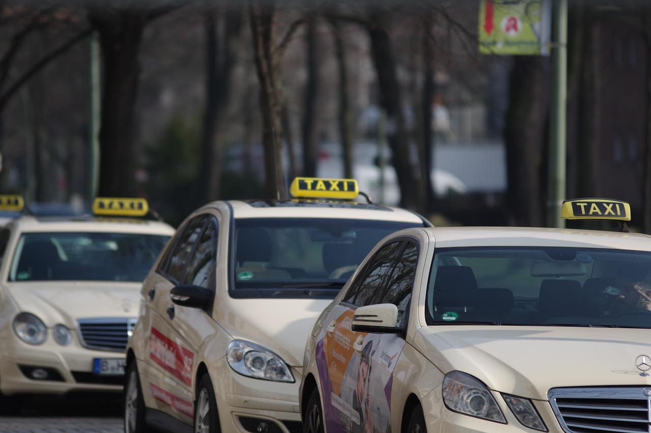 Jakie auto na taxi? Samochody idealne dla taksówkarzy